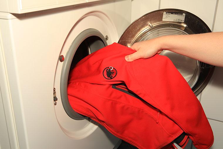Anleitung Softshell Jacken waschen & imprägnieren: So geht's